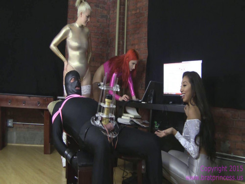 Femdom and Strapon Cow Abused while Software Debugged