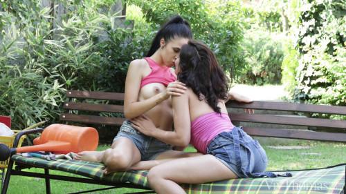 Alyssa Bounty, Dolly Diore - Garden Love FullHD 1080p