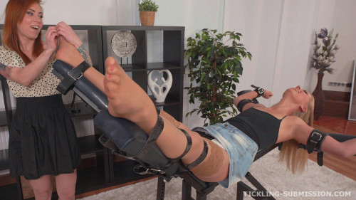 BDSM Tickle lickle Violette in nylon