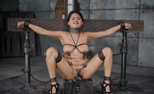 bdsm Selma Sins drilled down by two cocks, brutal challenging deepthroat on 10 inch BBC