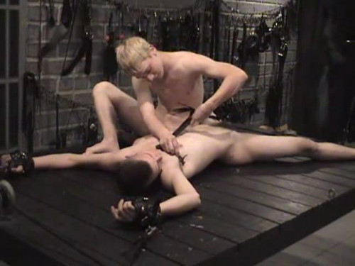 Gay BDSM Tom Ropes McGurk – Bondage Comedy (2005)