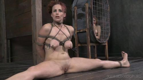 BDSM Bella Rossi Cums Like Crazy In a Brutal Bondage Live Show