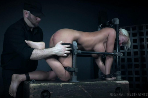 BDSM Blond Milf London River Enjoys Bdsm Training