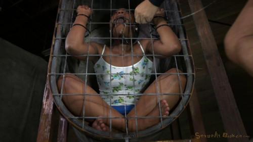 BDSM Cocksucker Chanell Heart caged