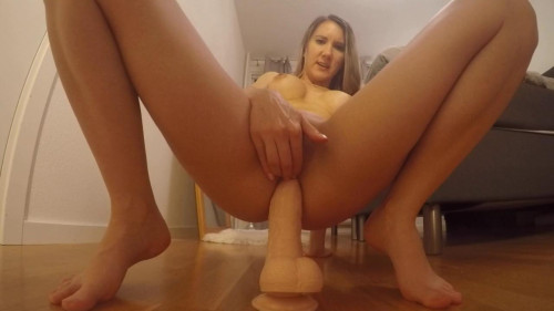 Fisting and Dildo Katiecamovids Swedish amateur  (all anal clips)