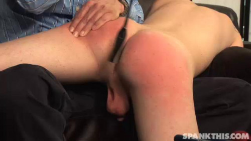 Gay BDSM Sterne spanks Keith