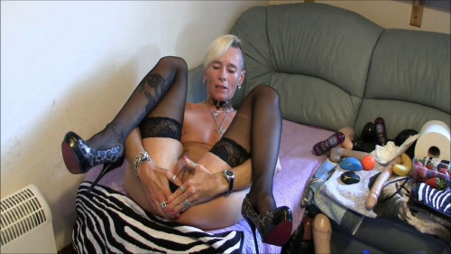 Fisting and Dildo Gisela