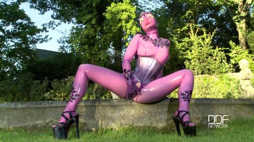 BDSM Latex Latex Lucy - Bizarre In The Garden