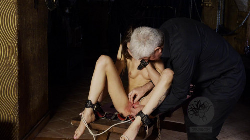 BDSM A Strong Chick Struggle With Herself And With Part 1