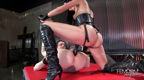 Femdom and Strapon Ass Splitting