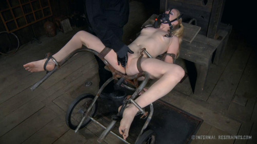 BDSM IR - Hot Poke Her - Blonde Girl Delirious Hunter