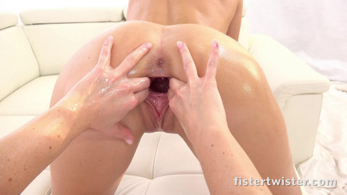 Fisting and Dildo Vany Ully, Vinna Reed - Stretched Some More