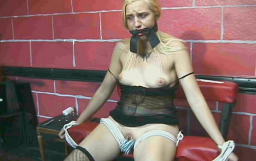 bdsm Samantha in hell room