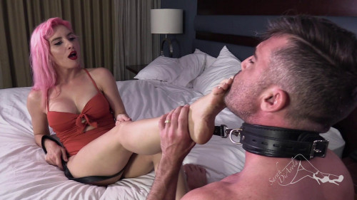 Femdom and Strapon Sarah Diavola - Perverting My Man with a Footjob