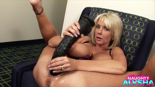 Fisting and Dildo I need the comfort and security