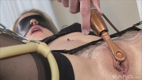 BDSM Kissy Kapri