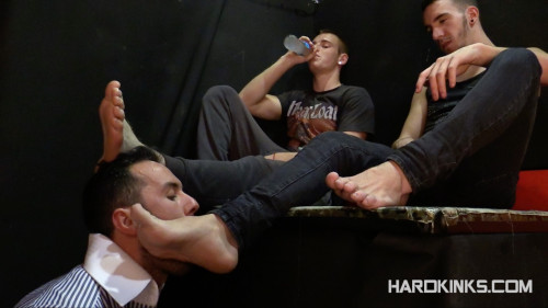 Gay BDSM Hardkinks - Delivering Foot - Mike Bosco, Tyler Roding