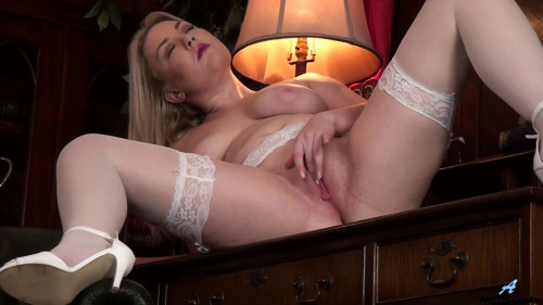 Daisy Woods - Feeling Sexy Masturbation