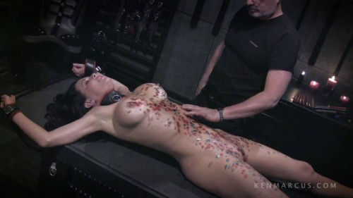 Veronica Avluv - Gets Waxed