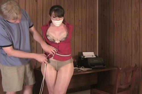 Elizabeth Andrews in - Vibration Concentration