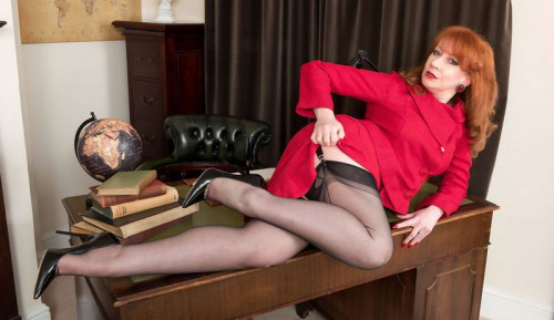 Red - Vote Nylons Party
