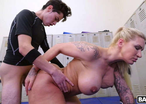 Ryan Conner - Dominant Milf Gets A Creampie After Anal Sex 1080p