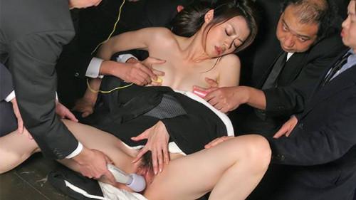 Widow sayuri shiraishi on the floor getting her fur pie teased by multiple dudes