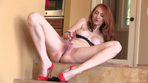 Kendra - Sultry And Fiery (2017) Masturbation