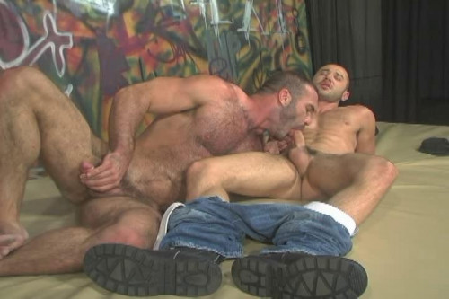 Big Size For Sexy Bodybuilders Gay Movie