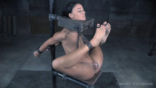 London River - Sexy Slave  In Action