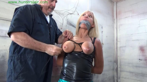 HunterSlair – Amanda Foxx – Hung up by her leather bound tits