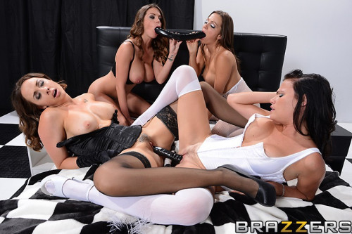 Fashionable And Sexy Hotties In Lesbian Foursome