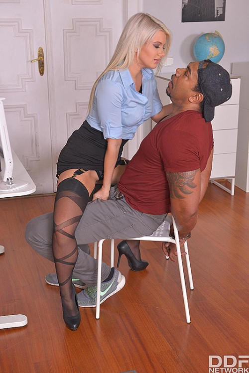 Layla Price – Hardcore Interrogation Squirting Blonde Double Penetrated FullHD 1080p