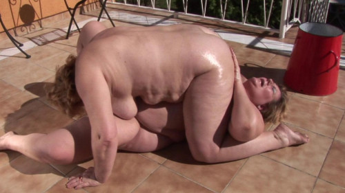 Hot outdoor action with BBW lesbians