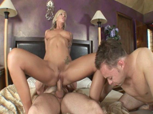 Divide ass blonde on the two penises