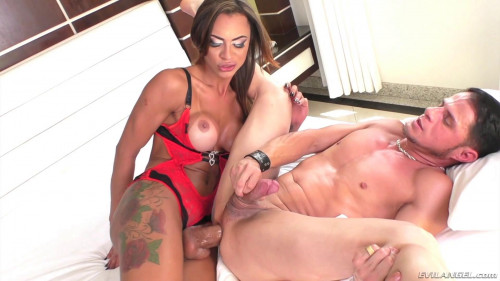 Hung T-Girl Keylla Marques Fucking A Stud