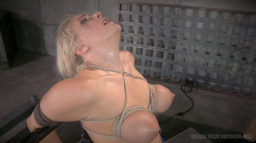 RTB - Pretty Milf orgasmblasted on sybian and does inverted deepthroat!