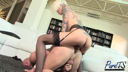 Danni Daniels fucks Christian bareback