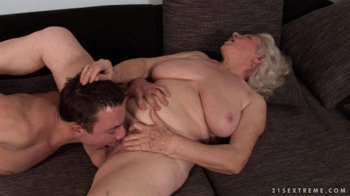 Room for young males MILF Sex