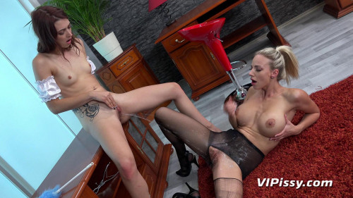 Oprah & Tera Link - Servicing The Maid Pissing