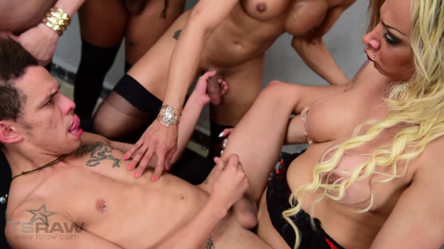 Walkiria Drumond - Guy Gangbanged by Five TS Stars