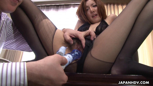 Office lady yuna hirose acquires onto her knees