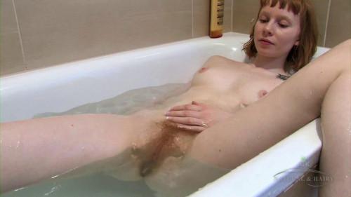 Bonni belle bathing