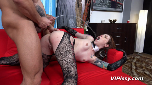 Foxie T. - The Maid Gets Wet (CharLady) Peeing