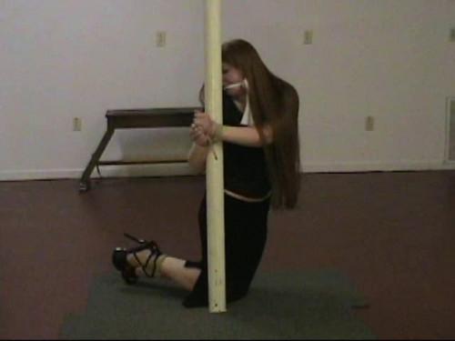 Midian: Kneeling against the pole