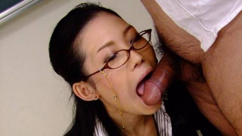 Yui komine blows her students weenie