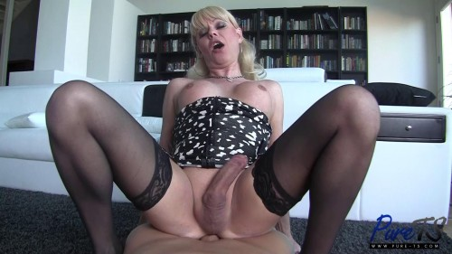 Mature blonde Joanna Jet wants your cock! (2017)