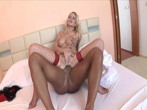 Beautiful slut wants her big ass stuffed