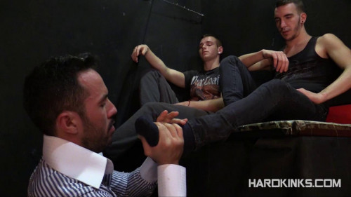 Delivering Foot (Mikel Bosco, Tyler Roding) Gay BDSM