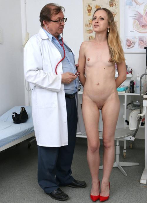Natalia Pearl (24 years girls gyno exam)